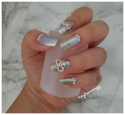 ::FRIYAY:: Holographic Pearl Nails!